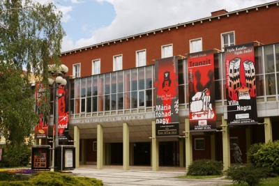 Kormányzati zsarolás a színház ügyében